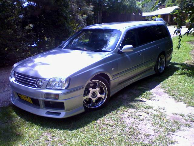 2 cars incl. 1998 Nissan Stagea RS V
