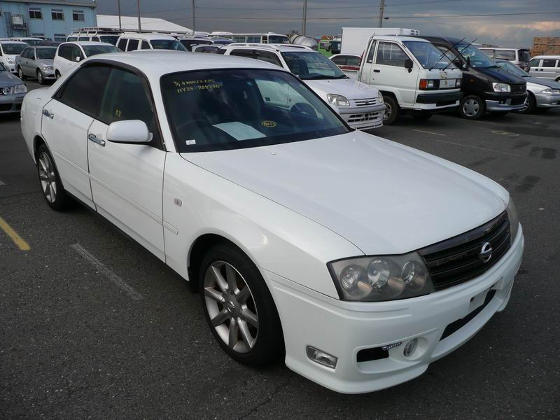 2 cars incl. 2002 Nissan Gloria Gran Tourismo Ultima